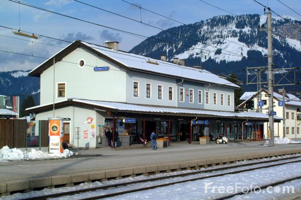 Picture of St Johann in Tirol station - Free Pictures - FreeFoto.com