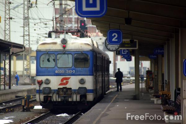 Picture of Austrian Railways Class 4030 313-3 at Spittal-Millstättersee - Free Pictures - FreeFoto.com