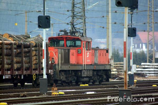 Picture of Austrian Railways yard shunter at Spittal-Millstättersee - Free Pictures - FreeFoto.com