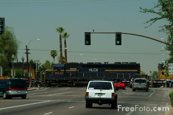 Picture of American Railroad Grade Crossing - Free Pictures - FreeFoto.com