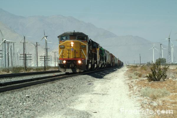 Picture of Union Pacific freight train - Free Pictures - FreeFoto.com