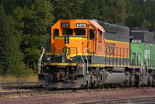 Picture of BNSF SD40-2 6819 - Free Pictures - FreeFoto.com