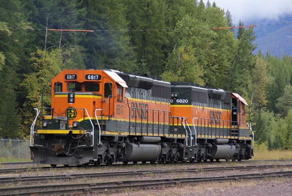 Picture of BNSF SD40-2 6817 - Free Pictures - FreeFoto.com