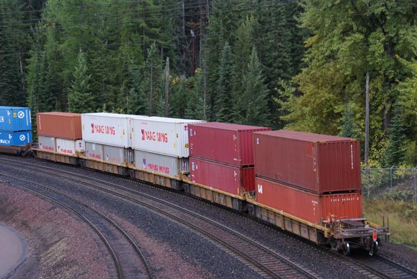 http://www.freefoto.com/images/25/62/25_62_14---Double-Stack-Container-Train_web.jpg