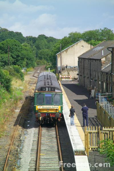 Picture of Class 110 DMU, Leyburn Station, Wensleydale Railway - Free Pictures - FreeFoto.com