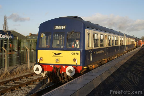 Picture of Class 101 DMU at Leeming Bar Station - Free Pictures - FreeFoto.com