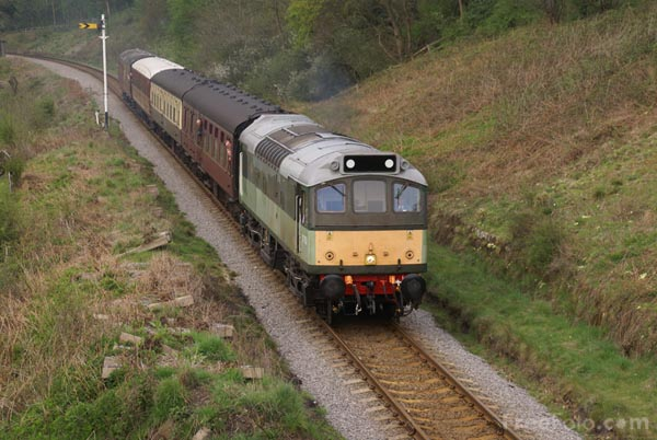 Picture of BR Class 25 D7628 25278 Sybilla - Free Pictures - FreeFoto.com