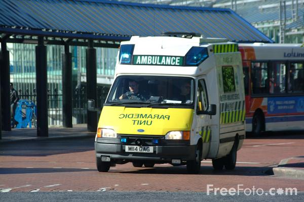 Picture of Humberside Ambulance Service Paramedic Unit, Hull - Free Pictures - FreeFoto.com