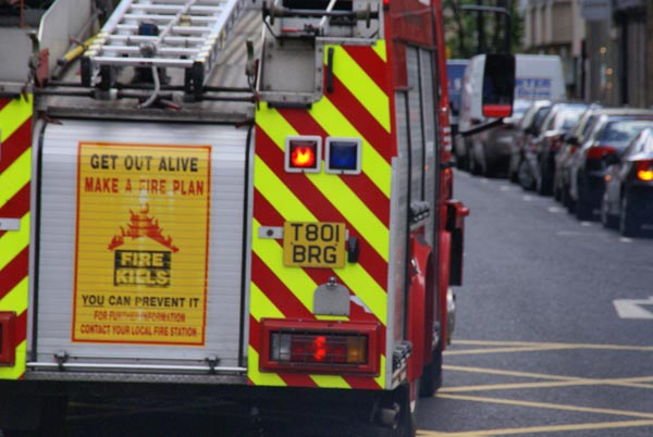Picture of Tyne and Wear Metropolitan Fire Brigade Fire Appliance - Free Pictures - FreeFoto.com