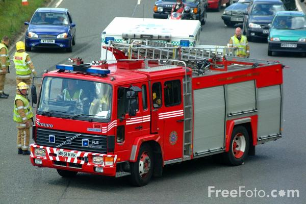 Picture of Tyne and Wear Metropolitan Fire Brigade Volvo Fire Engine - Free Pictures - FreeFoto.com