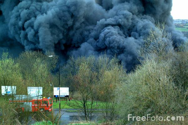 Picture of Tyre Dump on Fire, Scotswood, Newcastle upon Tyne - Free Pictures - FreeFoto.com