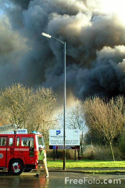Picture of Tyre Fire, Scotswood, Newcastle upon Tyne - Free Pictures - FreeFoto.com