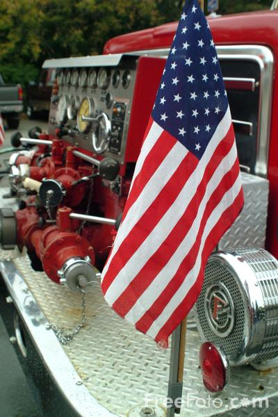 Picture of Ladder-1, 105-foot E-One Aerial Ladder Truck, Lexington Fire Department - Free Pictures - FreeFoto.com