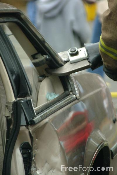 Picture of Auto Extrication, Lexington Fire Department - Free Pictures - FreeFoto.com