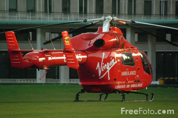 London Air Ambulance Arrival At A Servers Car Accidents Youtube