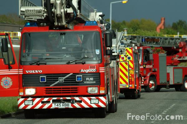 Picture of Tyne and Wear Metropolitan Fire Brigade Simon Snorkel Aerial Ladder Platform - Free Pictures - FreeFoto.com