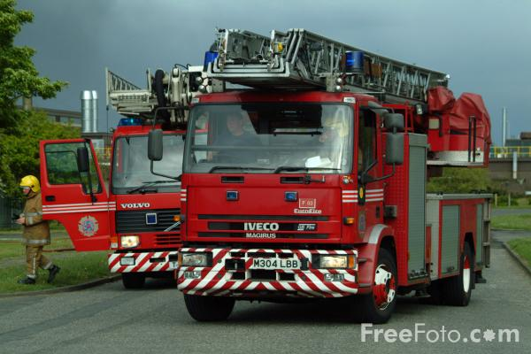 Picture of Tyne and Wear Metropolitan Fire Brigade Turntable Ladder - Free Pictures - FreeFoto.com