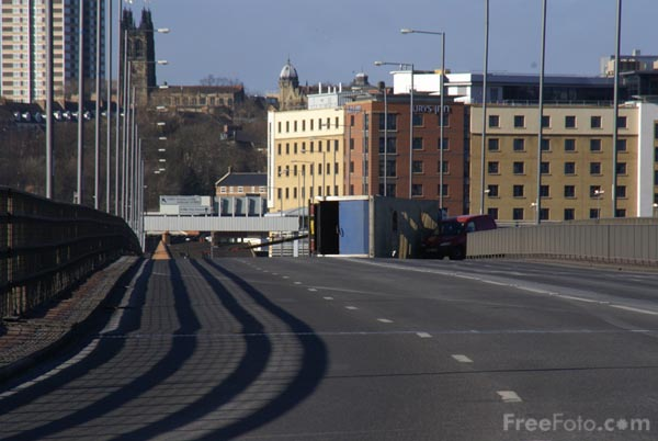 Picture of Road traffic accident, Redheugh Bridge, Gateshead - Free Pictures - FreeFoto.com