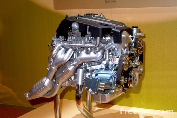 Picture of Toyota Engine, Birmingham International Motor Show 2002 - Free Pictures - FreeFoto.com