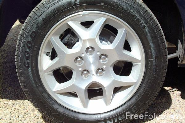 Picture of Chrysler Neon Alloy Wheel - Free Pictures - FreeFoto.com