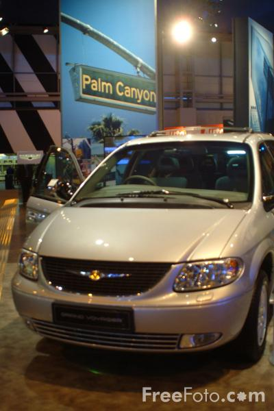 Picture of Chrysler Grand Voyager, Birmingham International Motor Show 2002 - Free Pictures - FreeFoto.com
