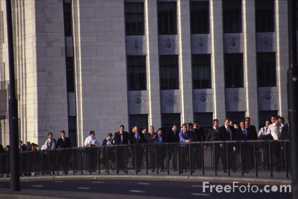 Picture of Commuters crossing London Bridge - Free Pictures - FreeFoto.com