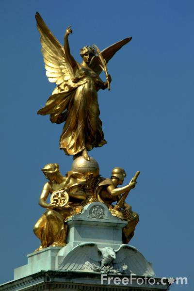Picture of Statue, Buckingham Palace, London, United Kingdom - Free Pictures - FreeFoto.com