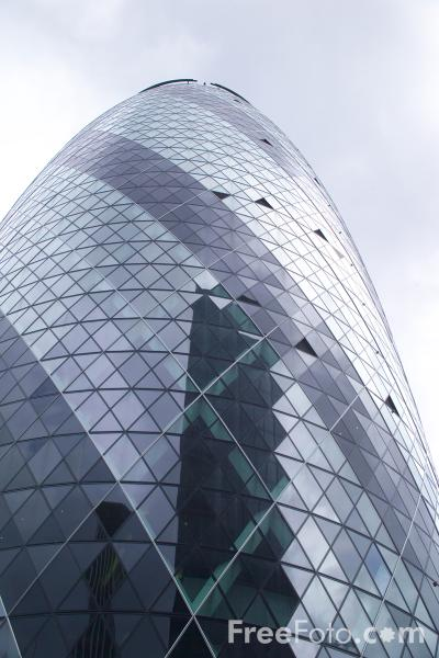 Picture of 30 St Mary Axe tower, London - Free Pictures - FreeFoto.com