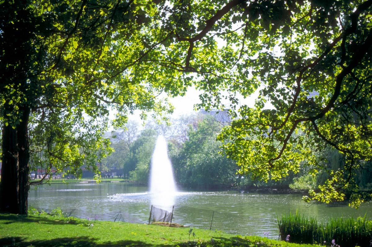 Picture of Fountain, St James's Park, London - Free Pictures - FreeFoto.com