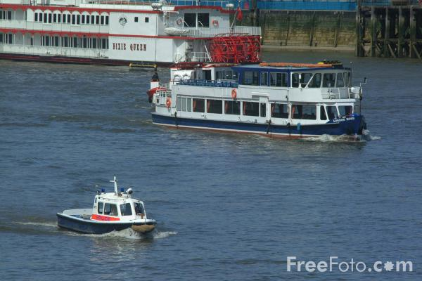 Picture of The River Thames, London, England - Free Pictures - FreeFoto.com