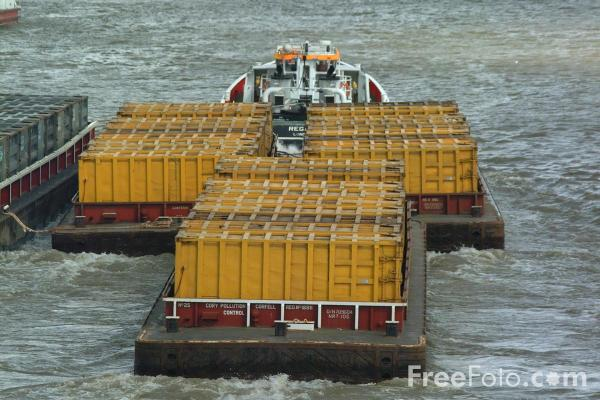 Picture of Refuse barges, The River Thames, London, England - Free Pictures - FreeFoto.com
