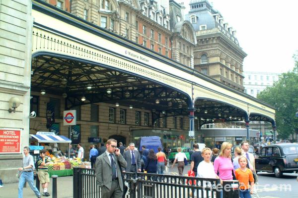 Picture of Victoria Station, London - Free Pictures - FreeFoto.com