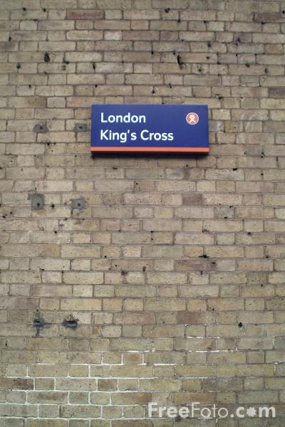 Picture of Platform 9 3/4,  Kings Cross Station, London - Free Pictures - FreeFoto.com