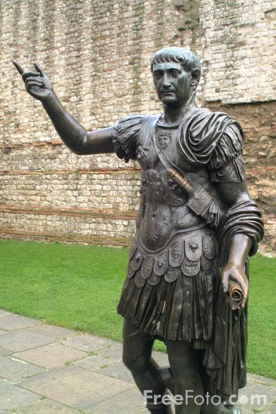 Picture of Statue of the Roman Emperor Trajan, London, England - Free Pictures - FreeFoto.com