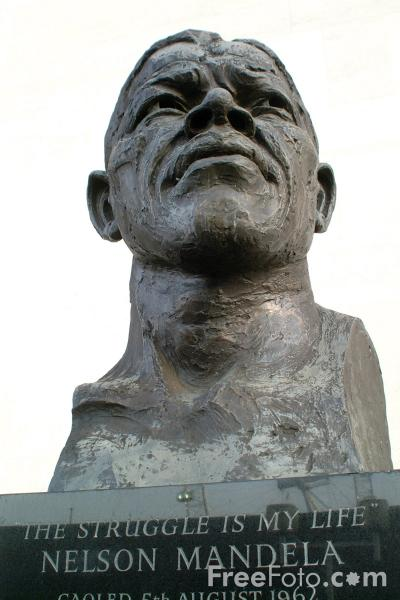 Picture of Ian Walters Sculpture of Nelson Mandela, Royal Festival Hall, London, England - Free Pictures - FreeFoto.com