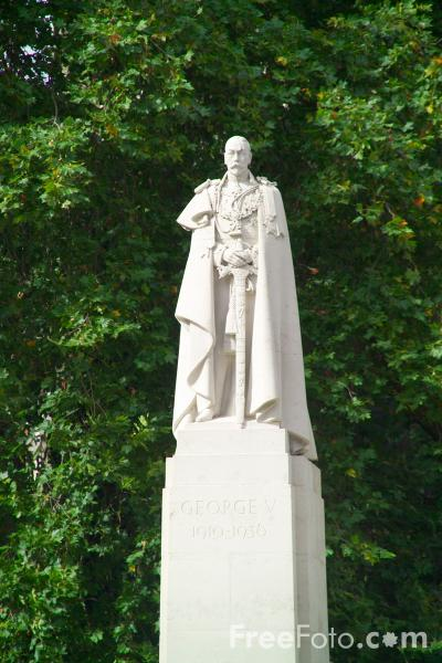 Picture of Statue of George V, London - Free Pictures - FreeFoto.com