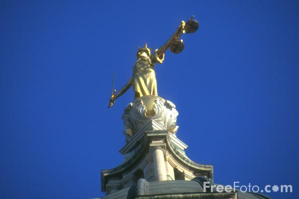 Picture of Statue of Lady Justice, The Old Bailey, London, England - Free Pictures - FreeFoto.com