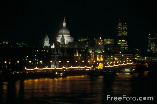 The City of London at night, London, England pictures ...