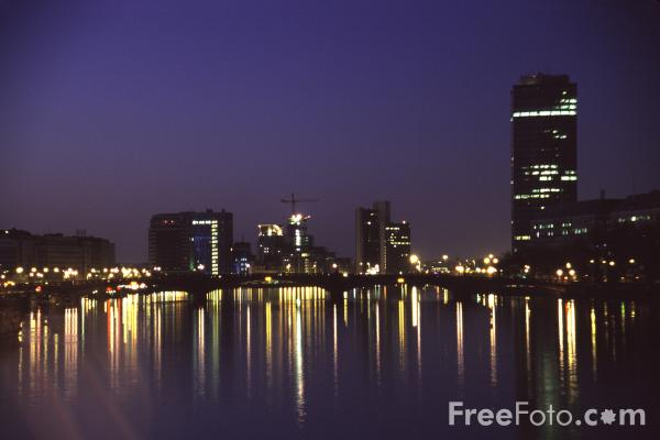 Picture of River Thames at night, London, England - Free Pictures - FreeFoto.com