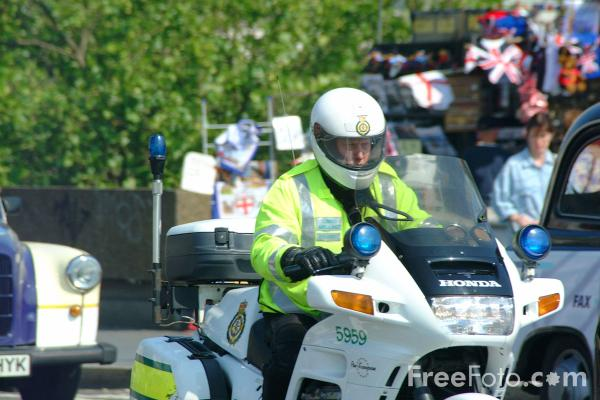 Picture of London Ambulance Service fast response paramedic - Free Pictures - FreeFoto.com
