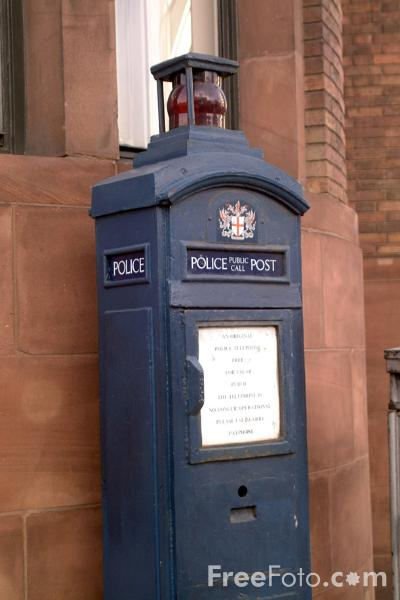 Picture of Metropolitan Police Public Call Post, London - Free Pictures - FreeFoto.com