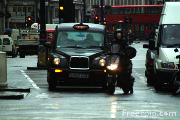 Picture of London Traffic in the rain - Free Pictures - FreeFoto.com