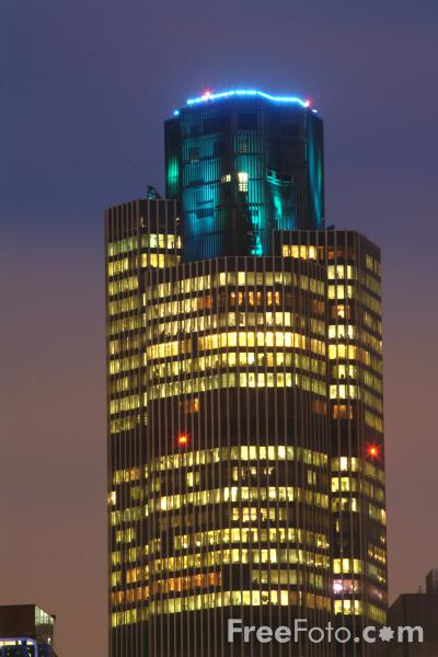 Picture of Tower 42 at night, London - Free Pictures - FreeFoto.com