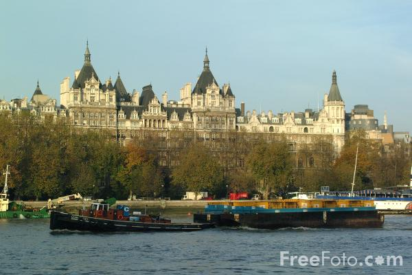 Picture of Cleanaway refuse barges, River Thames, London - Free Pictures - FreeFoto.com