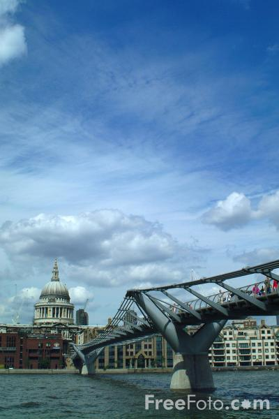 Picture of Millennium Bridge, London, England - Free Pictures - FreeFoto.com