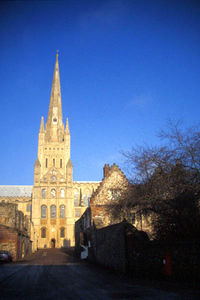 Picture of Norwich Cathedral - Free Pictures - FreeFoto.com