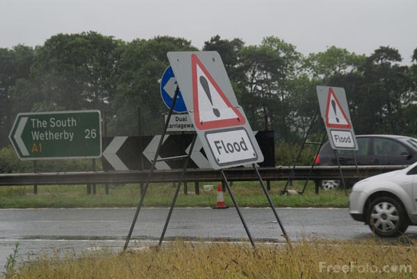 Picture of Flood warning signs - Free Pictures - FreeFoto.com