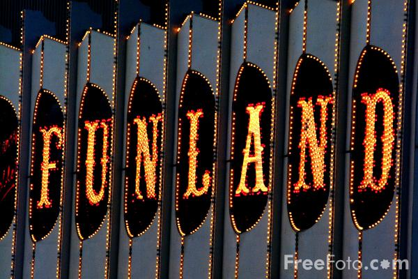 Picture of Funland, Blackpool - Free Pictures - FreeFoto.com