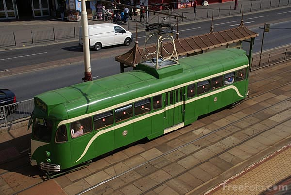 Picture of Tram on Blackpool Sea Front - Free Pictures - FreeFoto.com
