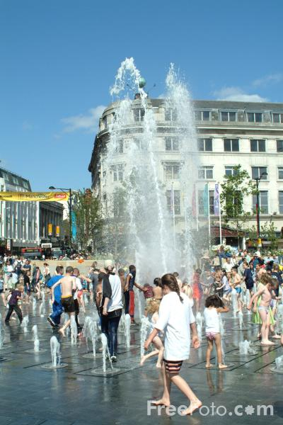 Picture of Piccadilly Gardens, Manchester - Free Pictures - FreeFoto.com
